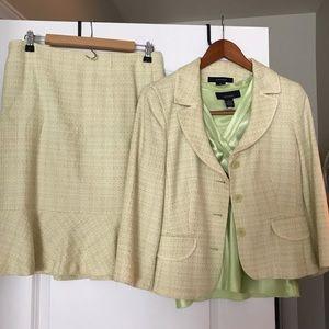 Jones Wear Size 8 Skirt Suit with Top